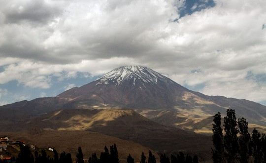 Adventures in Iran:  Damavand volcano and the Maranjab desert