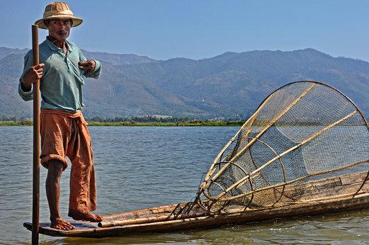 Мианмар се отваря все повече за света