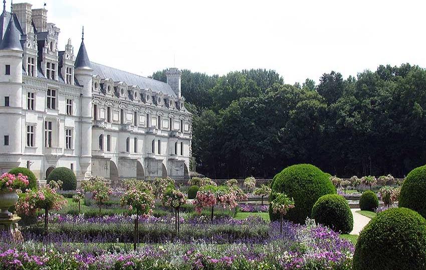 Loire Valley - UNESCO castles to castles